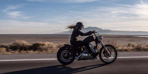 Woman-rider-bike-motorcycle-kruvlog